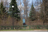 Даже Ленин тут прячется где то в кустах от столь массивной постройки