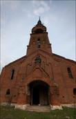 уникальная церковь находится в селе Пет, что недалеко от предыдущей, но там надо проехать немного по проселочной дороге. Архитектура его совершенно необычна.  Вроде а нагромождено всего и сразу, но смотрится довольно гармонично. Построен он был  в 1912-1913 годах по заказу купца Портнова.
