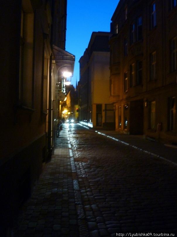 улочка Риги,поздним вечером