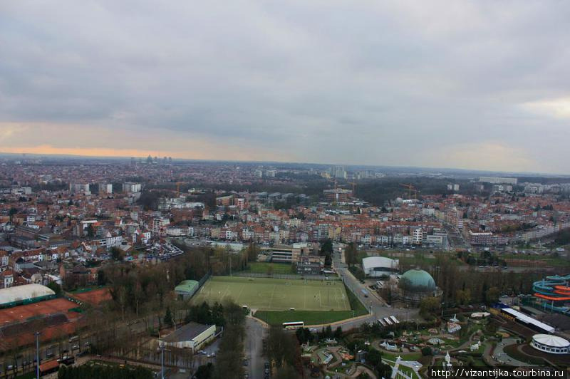 Вид на окрестности с верхней панорамной площадки.