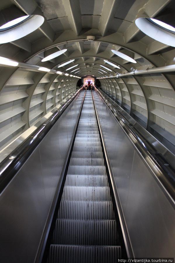 Другой эскалатор.