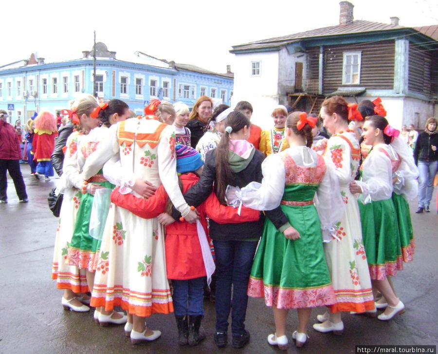 1 мая 2011 года в селе Вятском впервые отмечали Красную Горку – некогда любимый праздник на Руси, который завершал пасхальную неделю. По такому случаю в Вятском хороводы водили, скороговорки говорили...