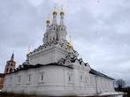 Церковь Одигитрии Смоленской Иоанно-Предтеченского монастыря. Эта церковь единственная, построенная в таком архитектурном стиле. Поэтому предлагаю посмотреть на нее с разных ракурсов.