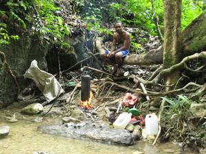 Это в лесу местные папуасы-самогонщики гонят водку из бананов и шифруются