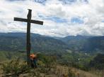 Водружать на горах большие кресты — умеют папуасы