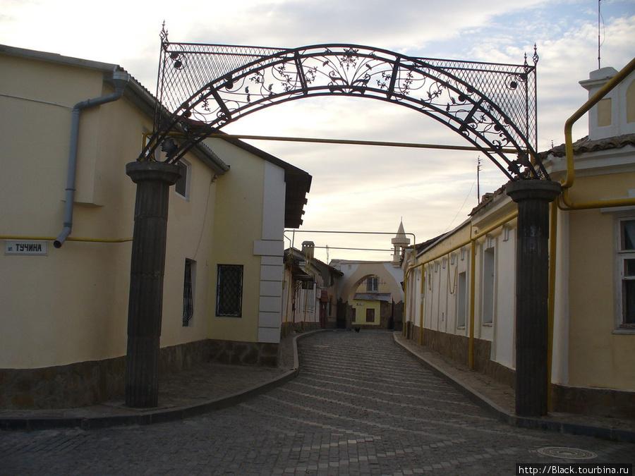 Караимский квартал. Перекресток улиу Караимской и Тучина