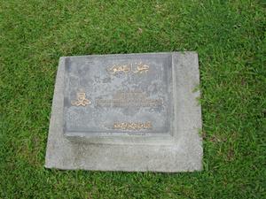 Только некоторые надгробия индийцев подписаны (есть и индиустские, и мусульманские имена)