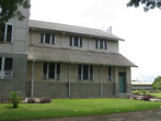 Многоквартирный цивильный дом, в котором я жил в гостях у папуаса Джоса