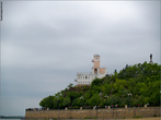 Утес и памятник Муравьеву-Амурскому