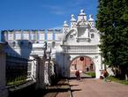 Сохранилась часть восточной стены Кремля с Воротами