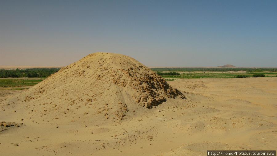 Напата, пирамида Тахарки