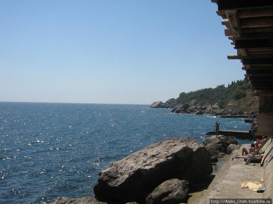 Море в Алупке.