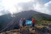 С флагом Турбины на пути к вершине вулкана Консепсьон