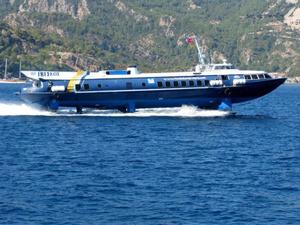 Встречный транспорт из Родоса во время круиза по бухтам