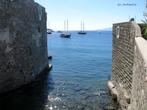 Мёртвые стены и живое море