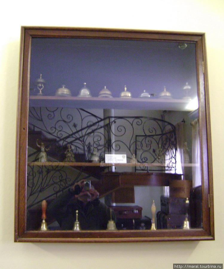 Уникальная коллекция гостиничных колокольчиков  и звонков