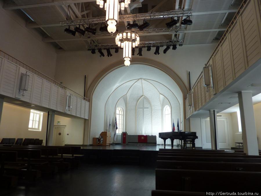Главный зал храма.