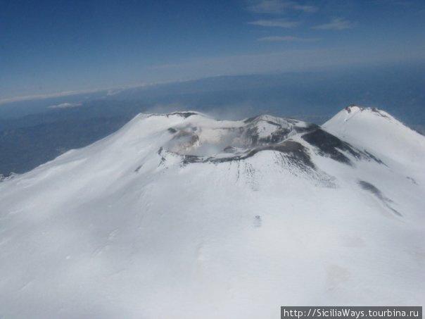 Центральные кратеры, фотография сделана в марте 2009 г. из вертолета