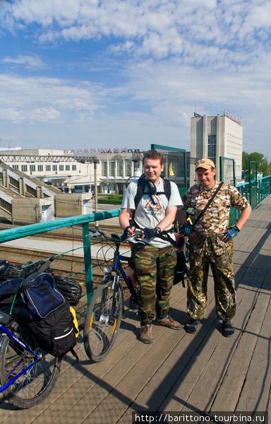 Вокзал станции Барабинск. Новосибирские байкеры в предвкушении ацкой рыбалки.