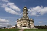 Церковь строили из белого камня, коим богаты Подольские земли, облицовка же производилась двумя видами материалов:  серовато-белым камнем и светло-желтым крупнопористым ракушечником.