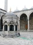 Внутренний двор Новой мечети