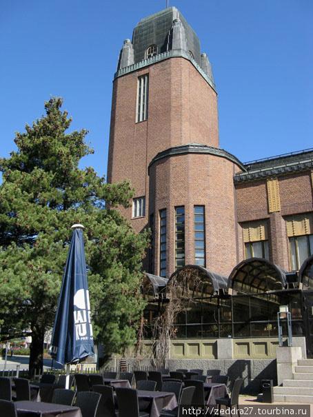 Башня Ратуши. Раньше в ней размещалась пожарная часть. Летом на неё можно подняться и обозреть окрестности.