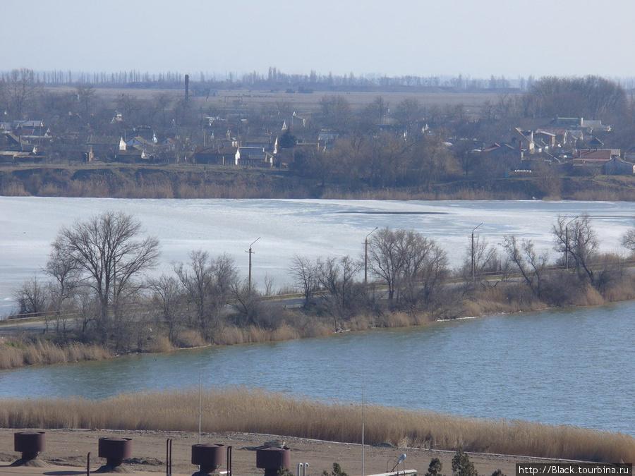 Разница между соленым и пресным озером хорошо видна зимой или ранней весной