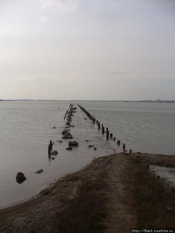 Сохранившиеся перемычки  соляных бассейнов