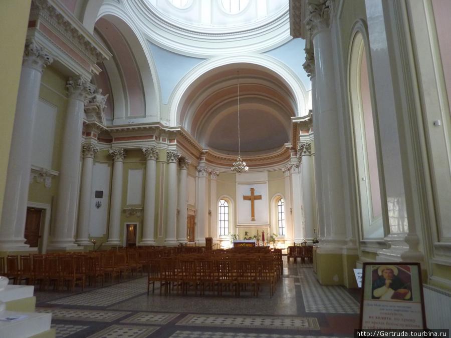 Главный зал костела.