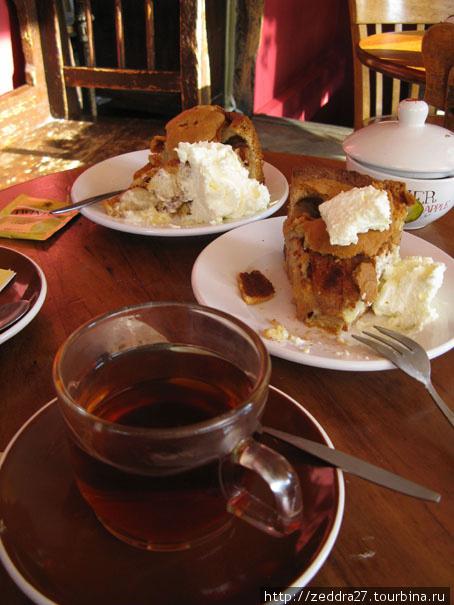 Яблочный пирог 4.40, со сливками — 4.90
