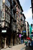 Этот переулок был одной из наших лучших находок в Сантандере. Он выглядел как древний, доживший до наших дней и оставленный нетронутым. Такой маленьких сюрприз из Средних веков.