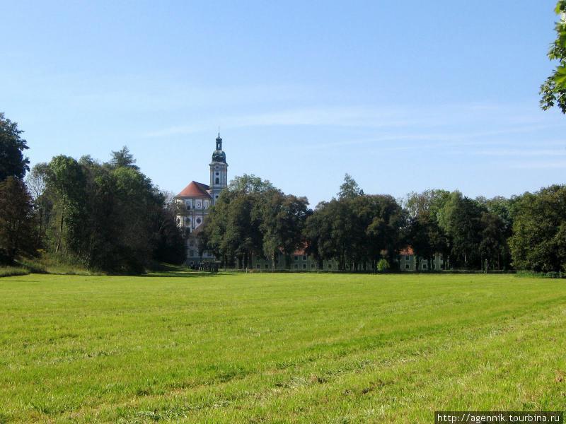 От станции до монастыря 1 километра