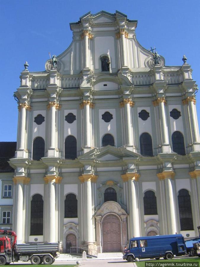 Фасад кирхи Вознесения Марии