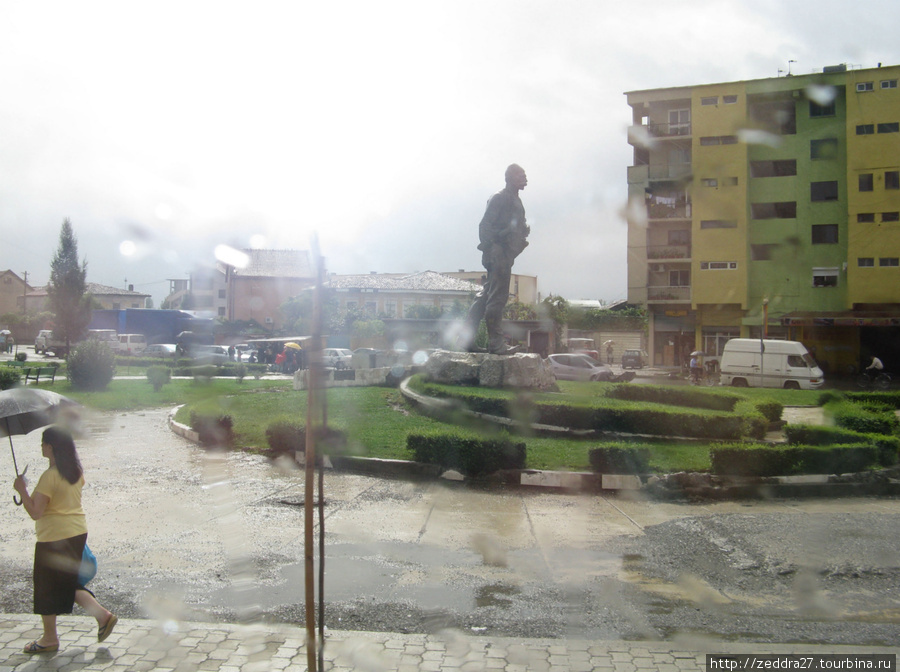 типичный албанский памятник