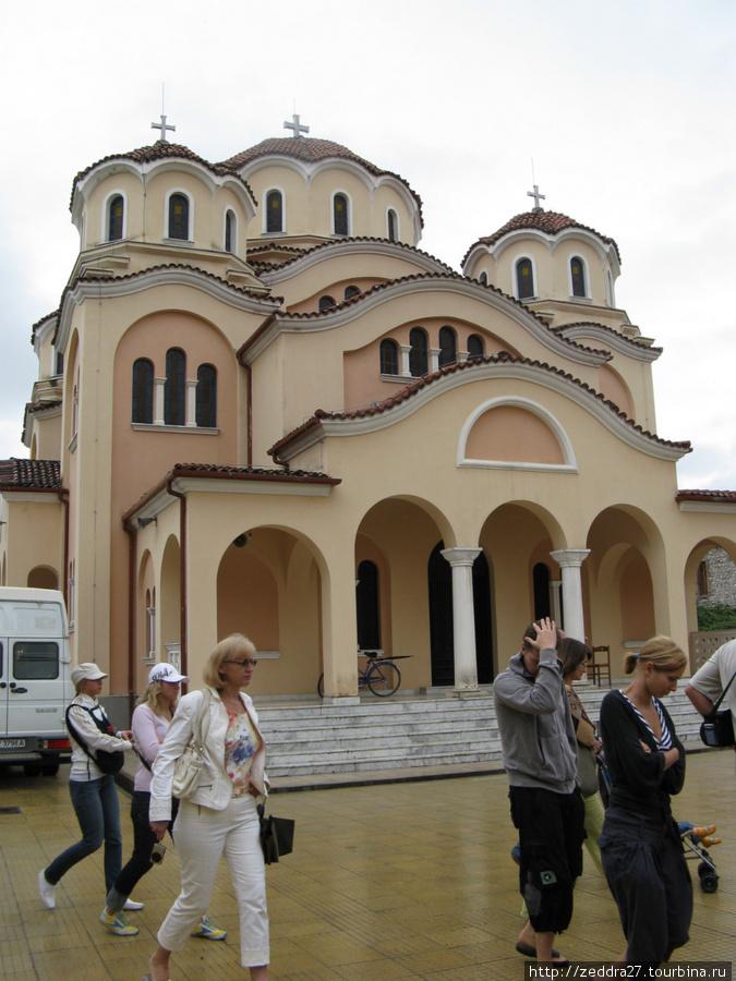 Построенная в начале 21 века, греческая православная церковь