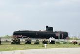 Самый крупный экспонат музея — дизельная подводная лодка. Как она сюда попала? Это отдельная история..