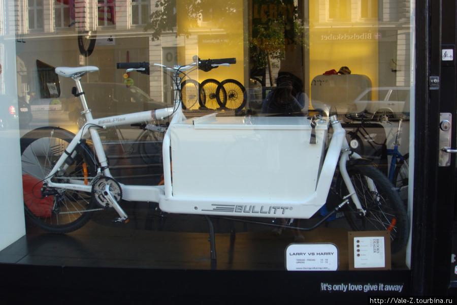 Вот такой вот велосипед я увидела в витрине магазина.