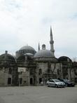 Двор Vefa Lisesi и Мечеть наследника.