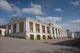 Рядом с церковью начинаются торговые ряды, построенные касимовским архитектором И. С. Гагиным. Именно он является архитектором многих зданий того времени в городе