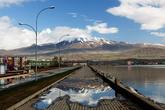 Набережная озера в городе Татван.