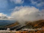 В один из дней было холодно и сильный ветер, под утро всё завалило снегом. Хотя за день до этого мы спокойно загорали