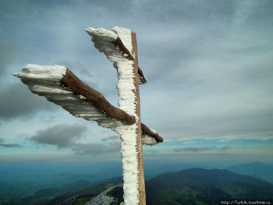 крест на вершине г. Пикуй Закарпатская область, Украина