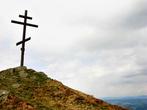 крест на вершине г. Цицька (название неофициальное, местные зовут её так из-за схожести с понятно какой частью женского тела)