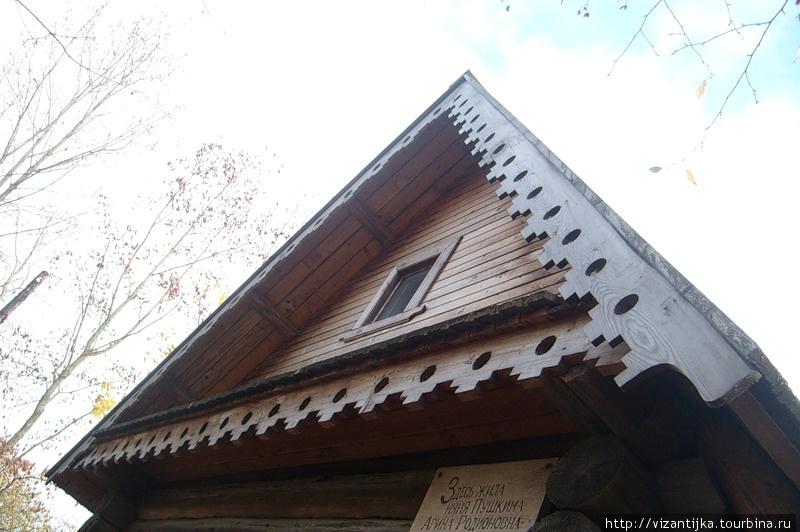 2009г. Дом-музей. Памятная табличка под скатом крыши.