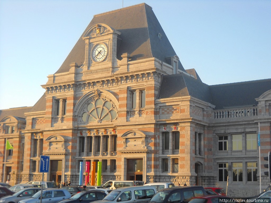 Парадный фасад вокзала