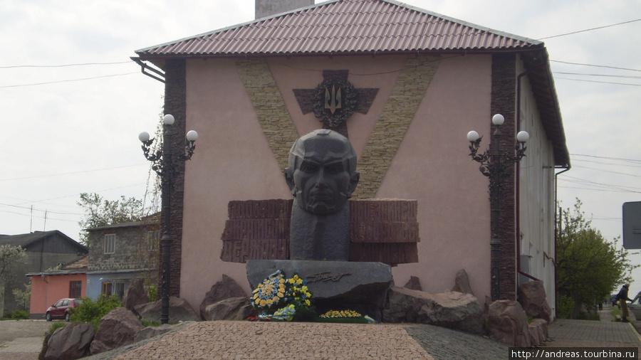 Памятник Степану Бандере в Городенке