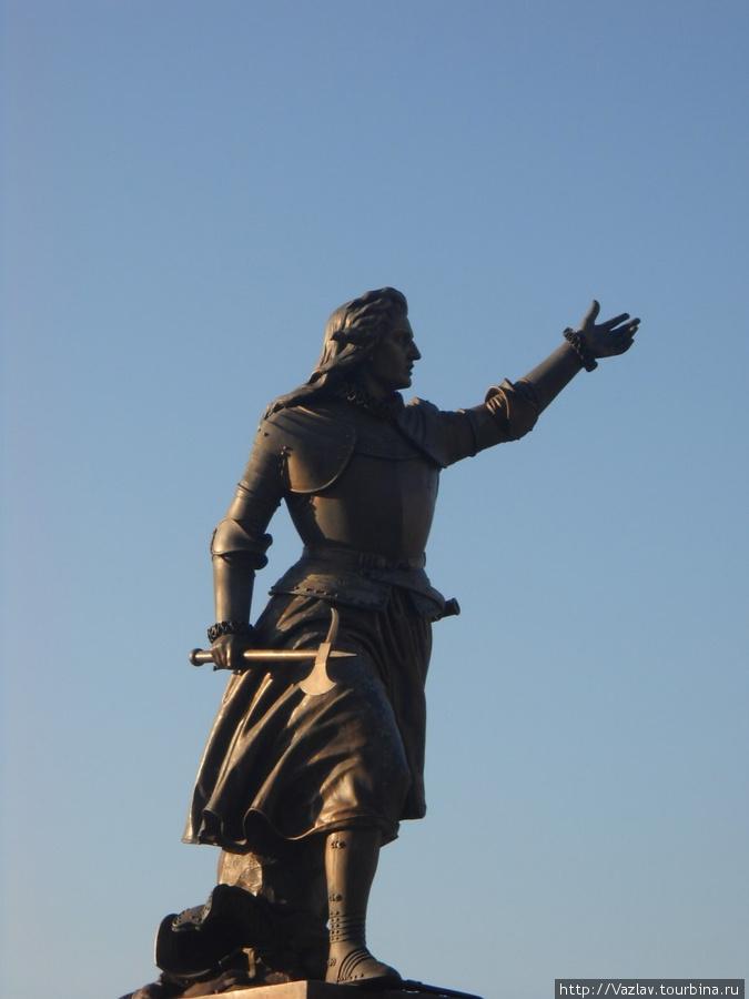 Памятник с призывом к борьбе