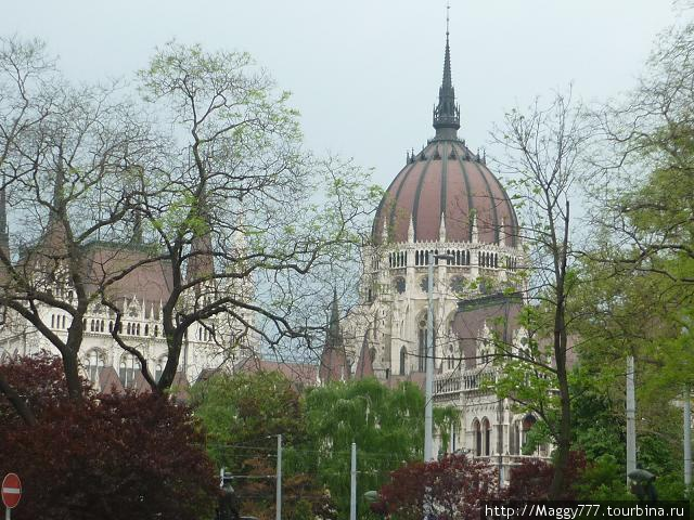 Знаменитый Парламент — самый большой на европейском континенте, между прочим
