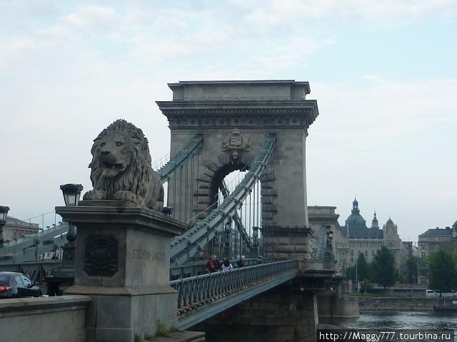 По Цепному мосту возвращаемся в Пешт