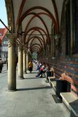 В начале 17 века у ратуши появился фасад с 11 арками.